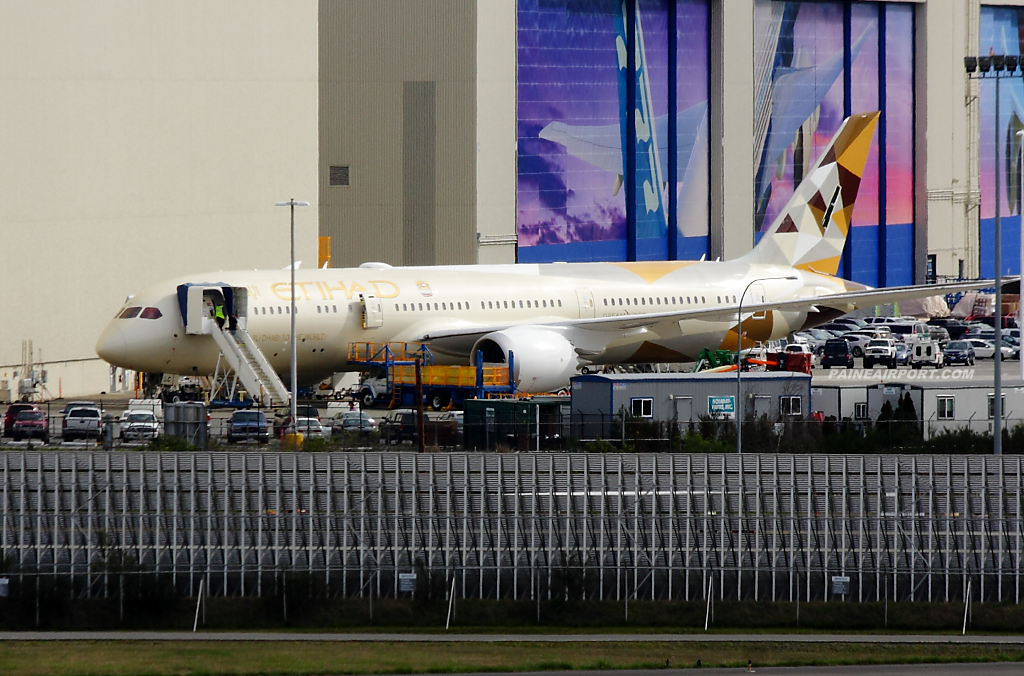 Etihad Airways 787-9 A6-BLC at Paine Field