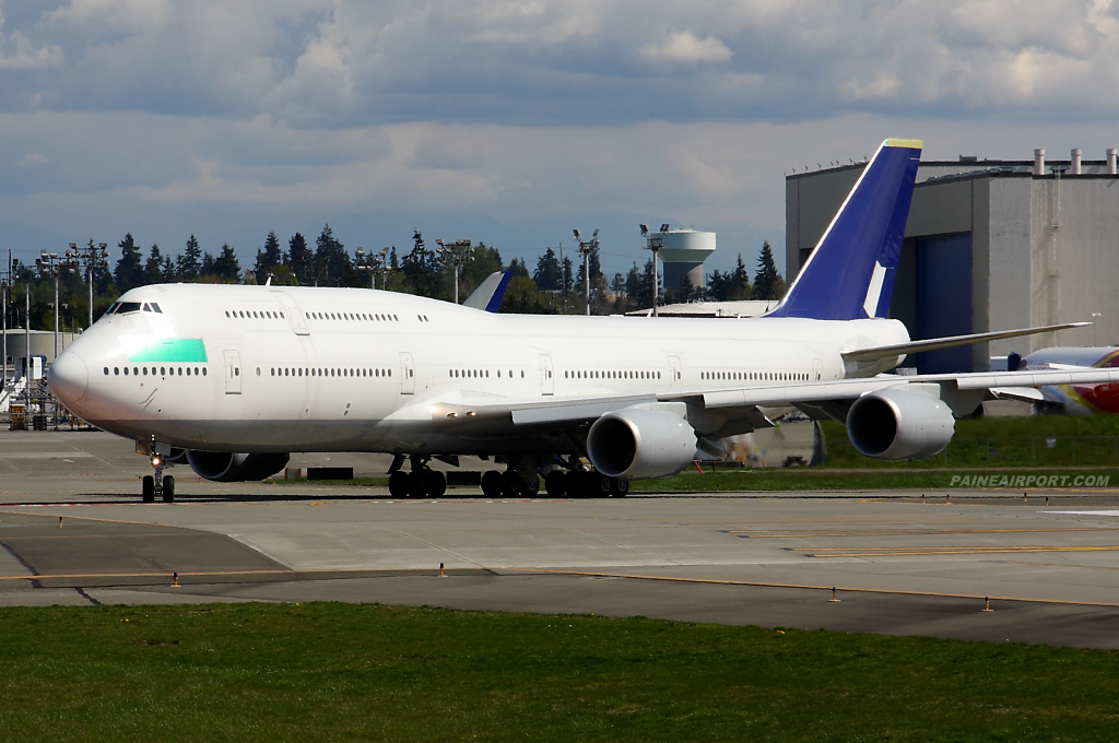 747-8i line 1435 N828BA at Paine Field