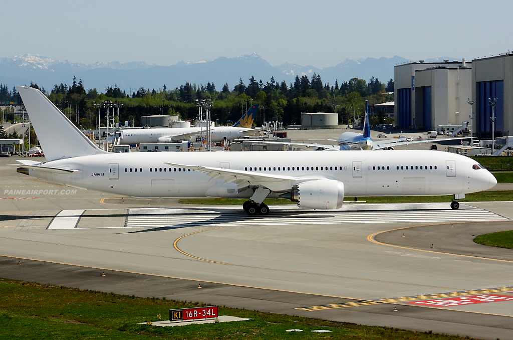 Japan Airlines 787-9 JA861J at Paine Field