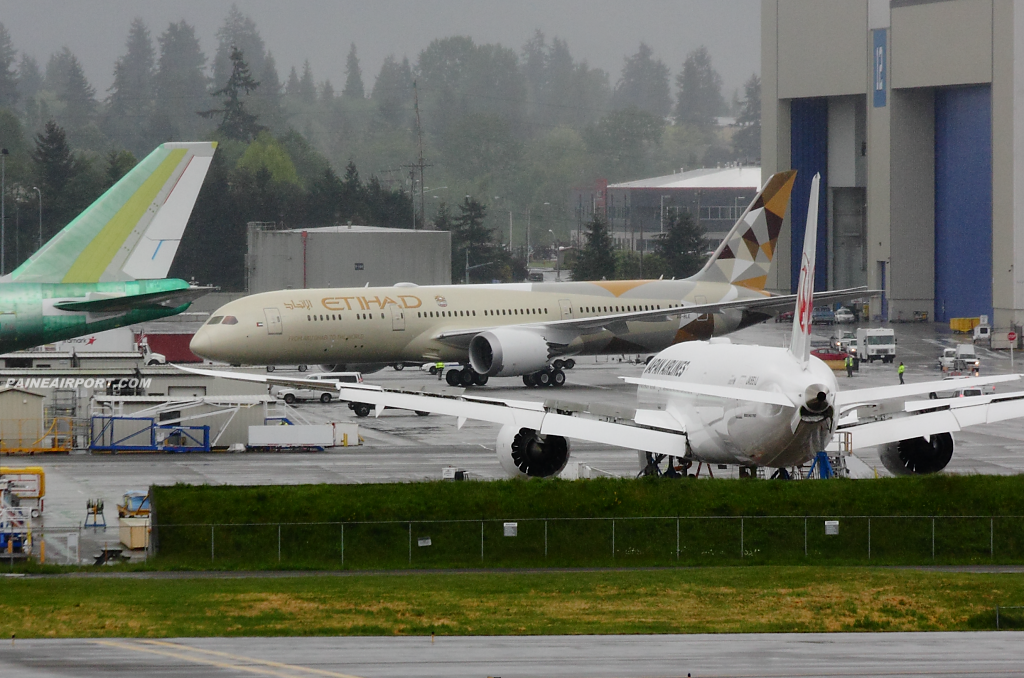 Etihad Airways Boeing 787-9 A6-BLE at Paine Airport