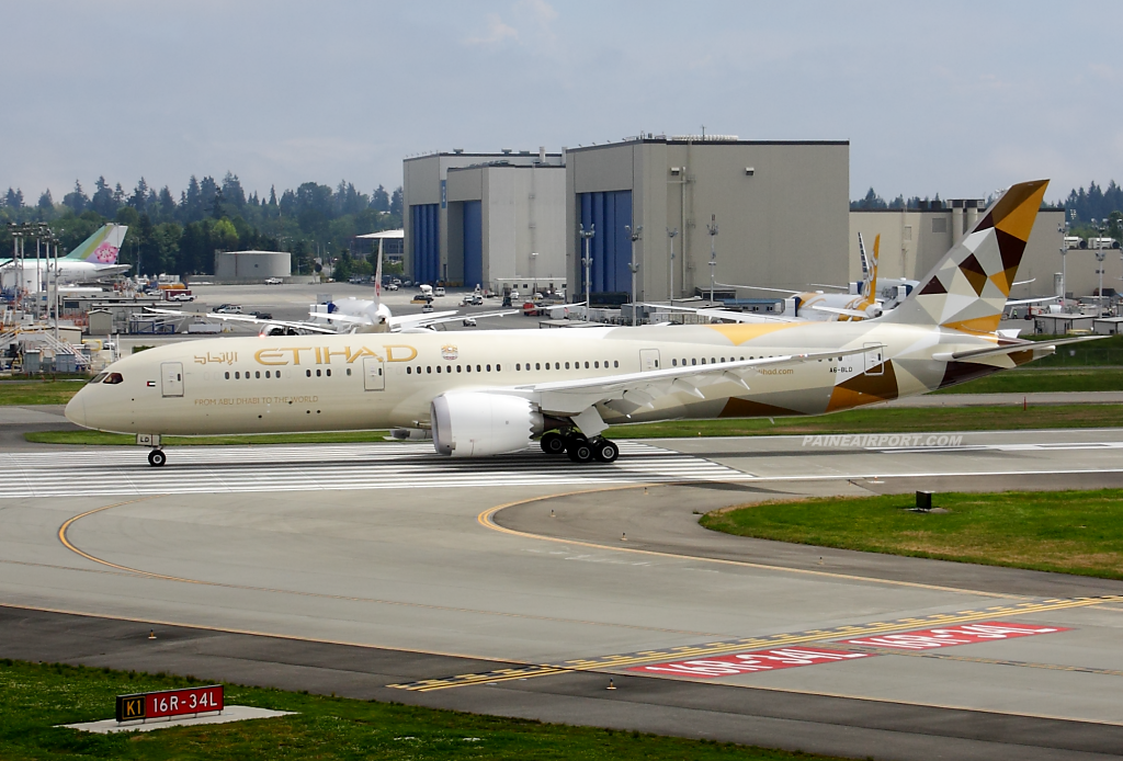 Etihad Airways 787-9 A6-BLD at Paine Airport