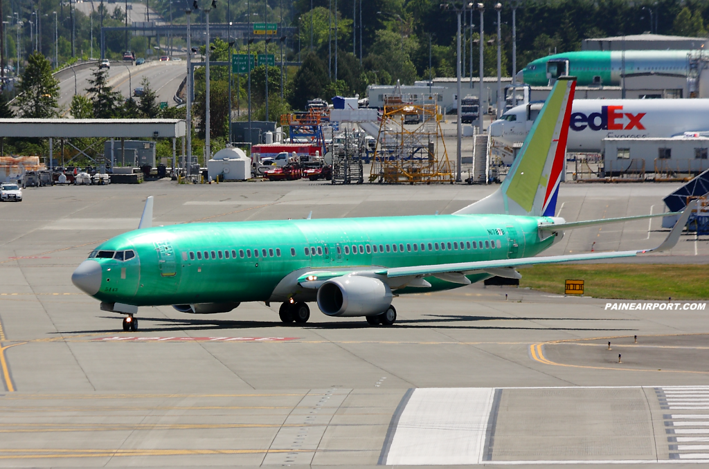737 N1787B at Paine Airport
