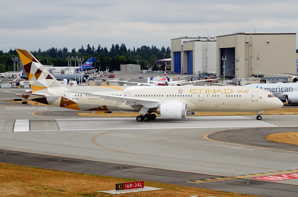 Etihad Airways 787-9 A6-BLC at Paine Airport