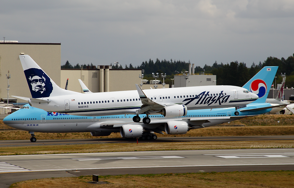Alaska Airlines 737 N481AS at Paine Airport