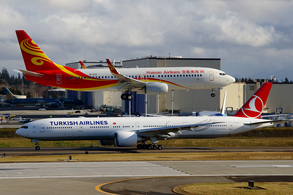 Hainan Airlines 737 B-7171 at Paine Airport