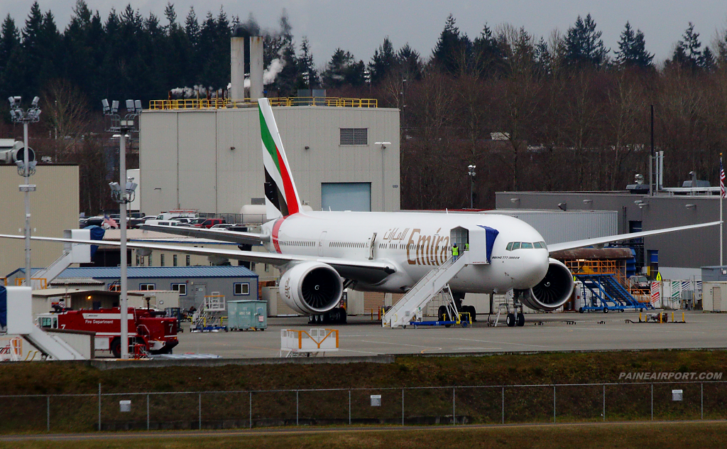 Emirates 777 A6-EPJ at Paine Airport