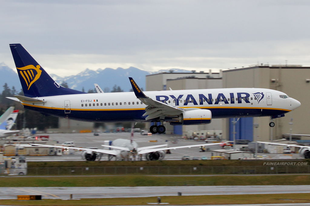 Ryanair 737 EI-FOJ at Paine Airport