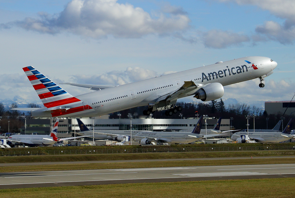 American Airlines N735AT at Paine Airport