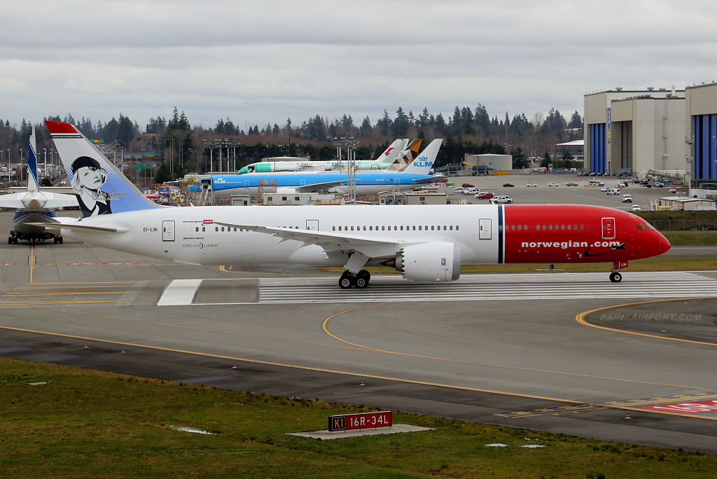 Norwegian 787-9 EI-LNI at Paine Airport