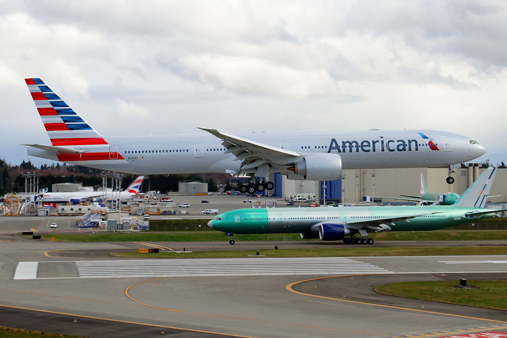 N736AT at Paine Field American Airlines