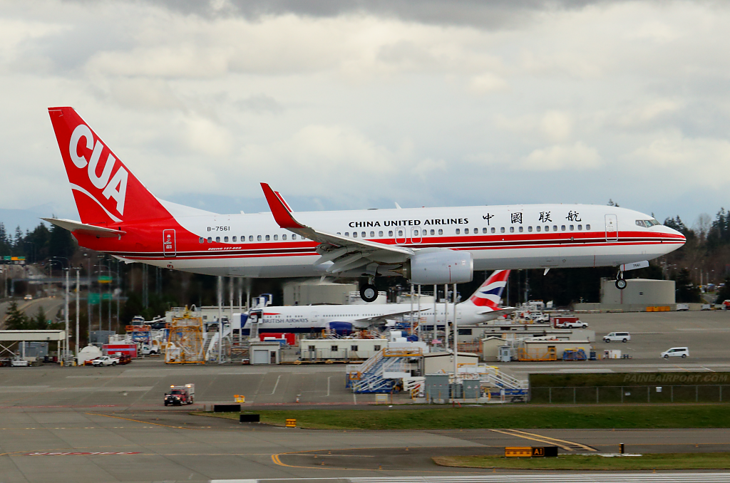China United Airlines 737 B-7561 at Paine Airport