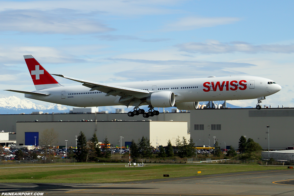 SWISS 777 HB-JNB at Paine Airport