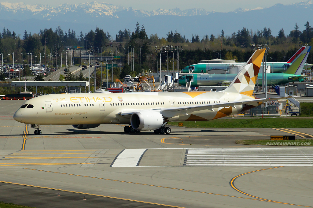 Etihad Airways 787-9 A6-BLF at Paine Airport