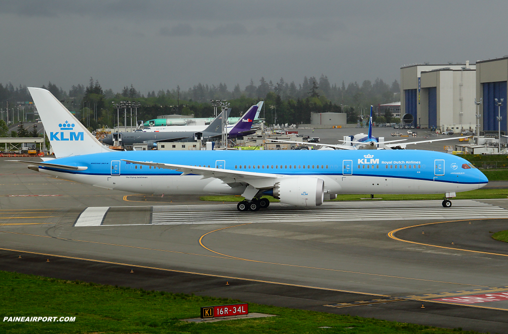 KLM 787-9 PH-BHF at Paine Airport