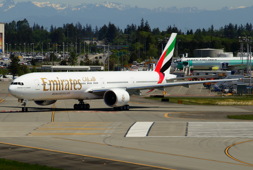 Emirates 777 A6-EPM at Paine Airport