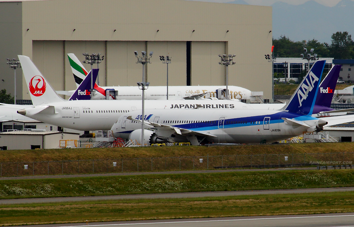 787-8 JA809A at Paine Airport