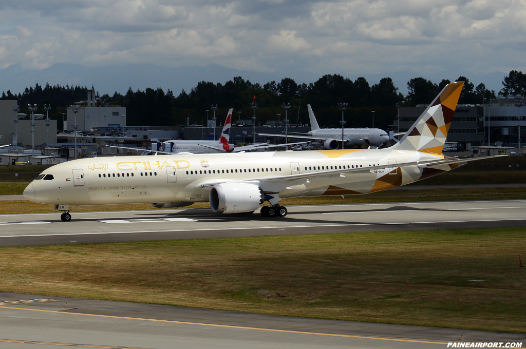 Etihad Airways 787-9 A6-BLH at Paine Airport