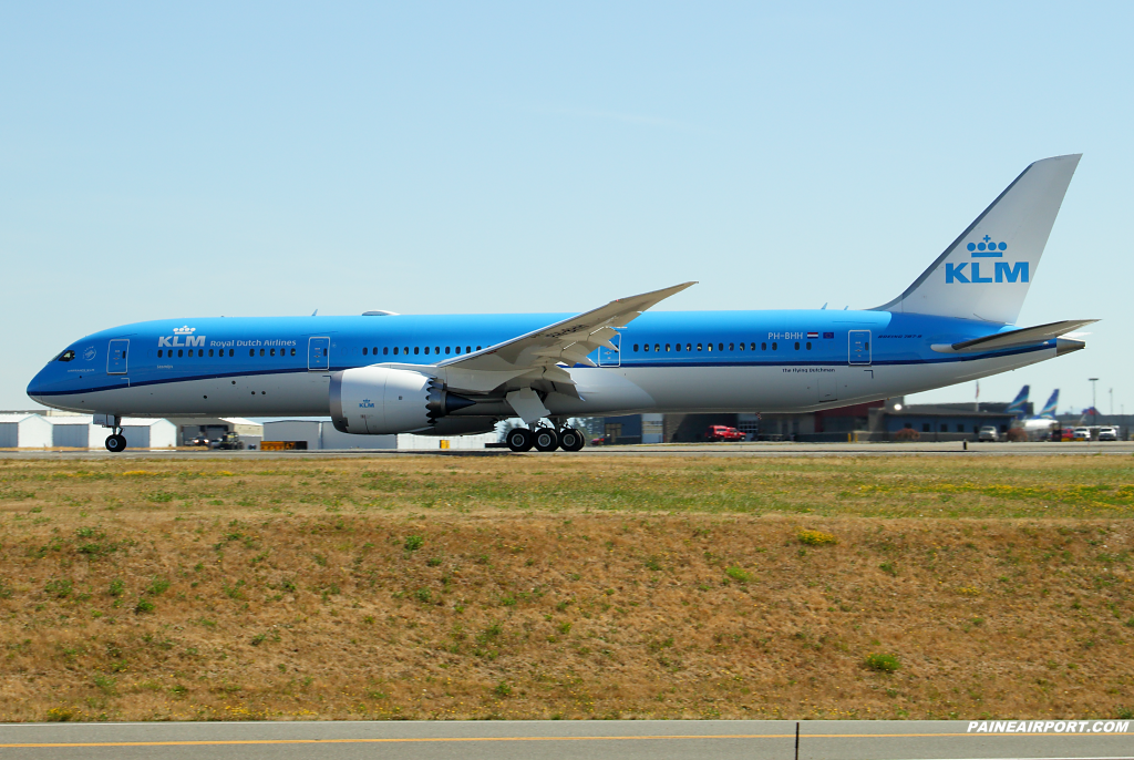 KLM 787-9 PH-BHH at Paine Airport