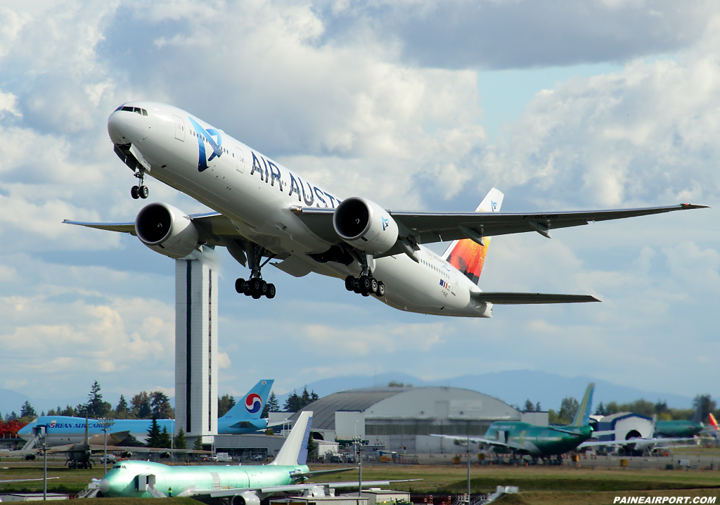 Air Austral 777 F-OLRD at Paine Airport