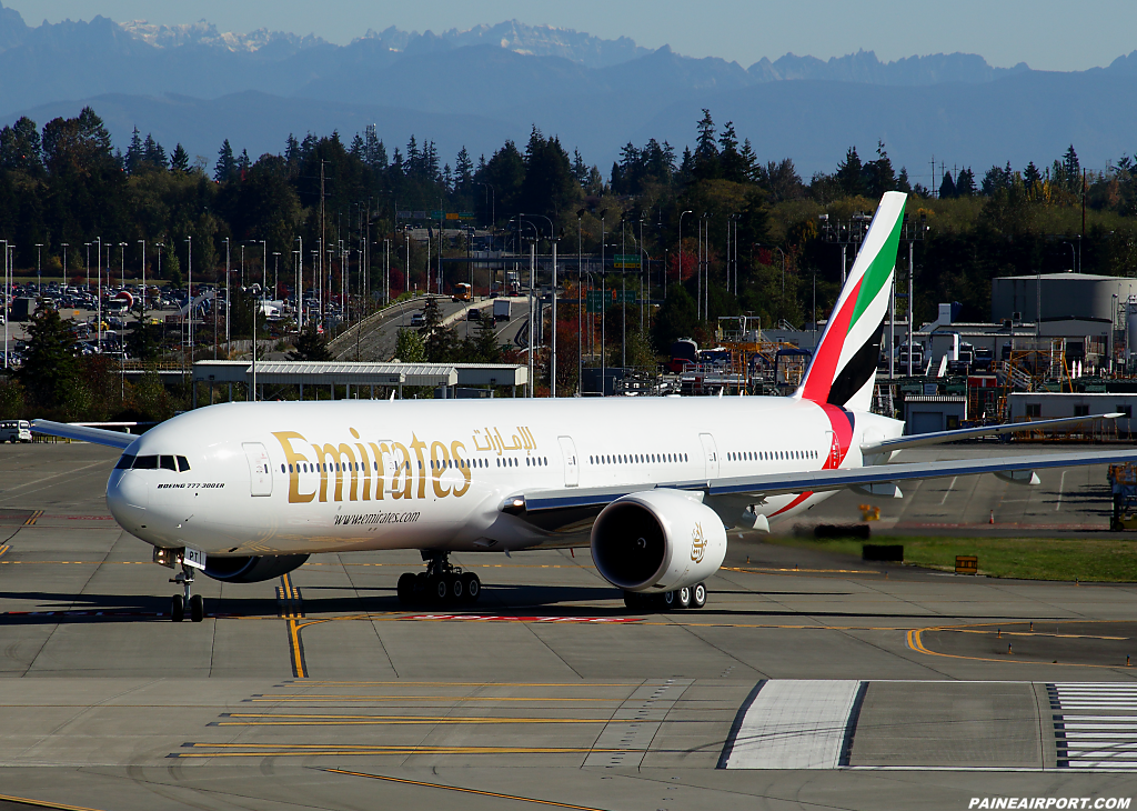 Emirates 777 A6-EPT at Paine Airport