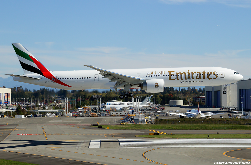 Emirates 777 A6-EPU at Paine Airport