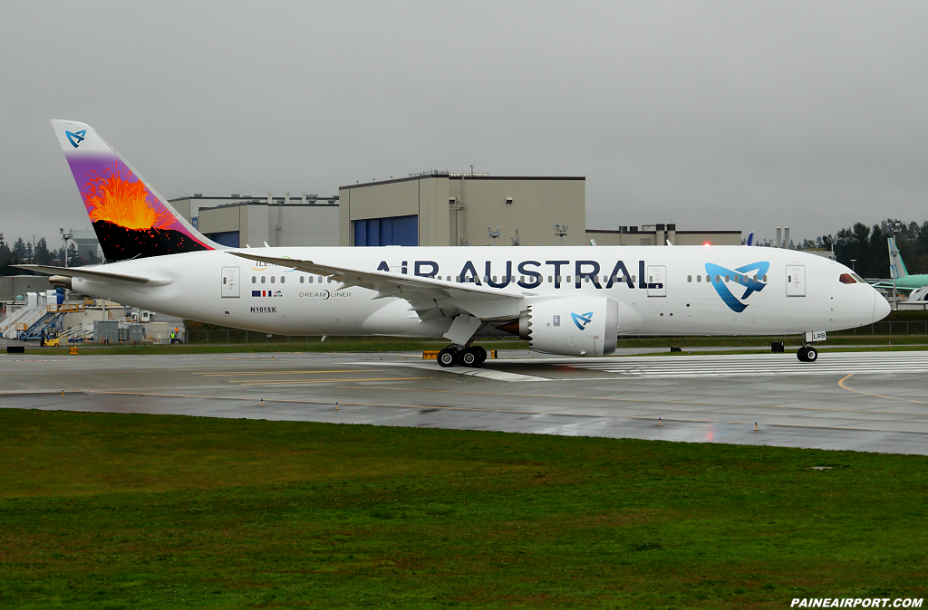 Air Austral 787-8 F-OLRB at Paine Airport