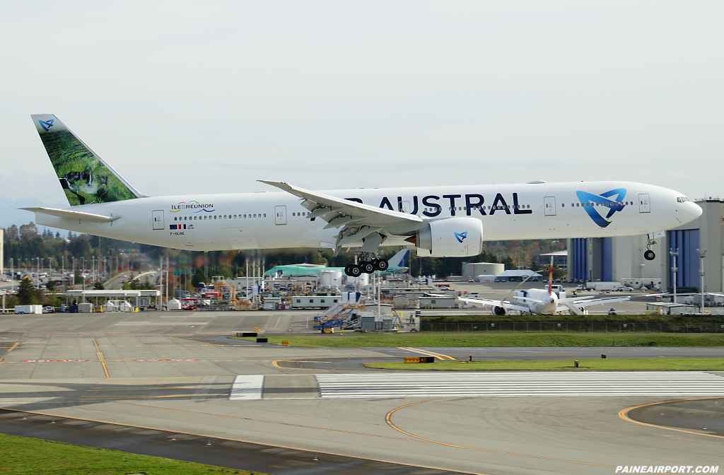 Air Austral 777 F-OLRE at Paine Airport